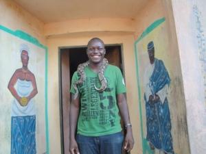 Jerry et un python d'Ouidah