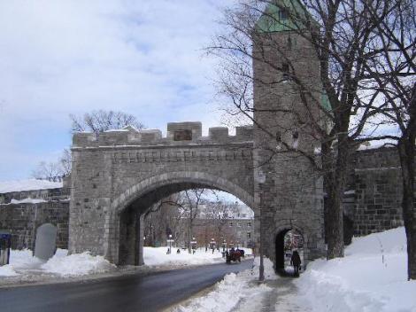 Unes des portes menant au vieux Québec